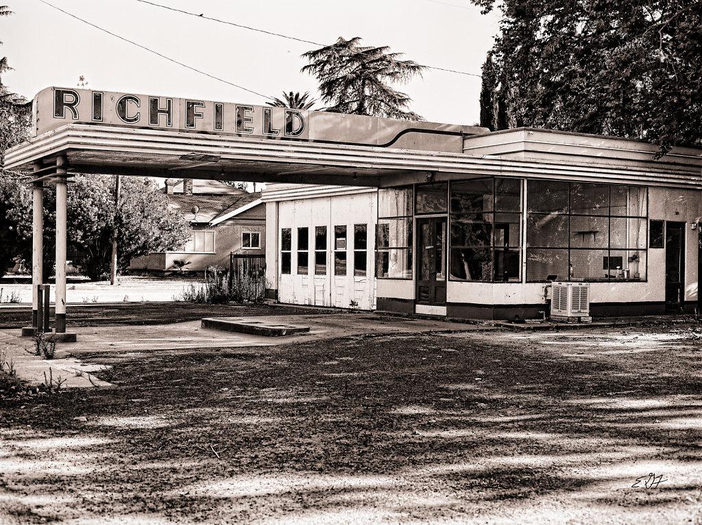 Richfield Gas Station Outside Three Rivers, CA